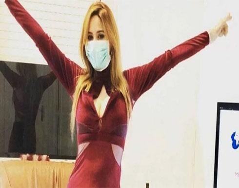 راقصة الكورونا تهاجم حكومة بلادها لتجاهل تكريمها