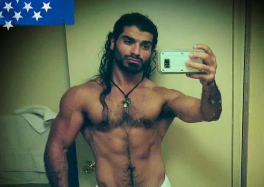 نجم أفلام إباحية في قبضة الشرطة بعد العثور على حبيبه مقتولاً