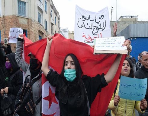 شاهد : إغلاق شارع الحبيب بورقيبة في تونس بسبب الاحتجاجات