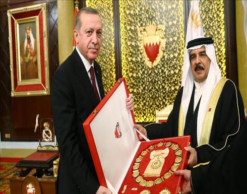 """العاهل البحريني يقلد أردوغان وسام """"الدرجة الممتازة"""""""