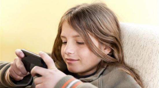 متى تسمح لطفلك باستعمال الهاتف الذكي؟