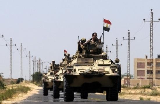 الجيش المصري يرسل معدات وآليات إلى نظيره السوداني