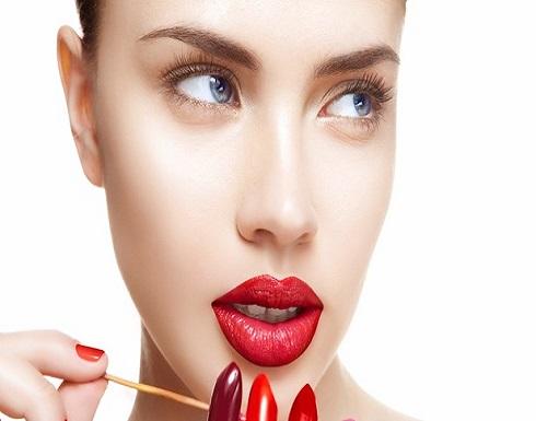 أحمر الشفاه وطلاء الأظافر يُسببان هذا المرض!