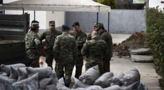 الآلاف يخلون منازلهم في اليونان بسبب قذيفة