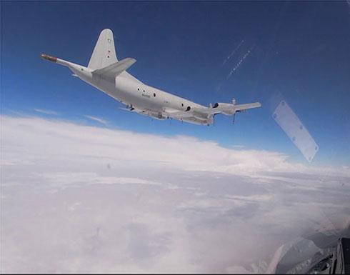 شاهد : مقاتلات روسية تعترض قاذفات أمريكية فوق بحر البلطيق