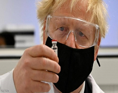 """جونسون مصر على خطة مواجهة الفيروس.. وتحذير من """"التخفيف"""""""