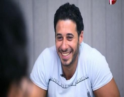 أكسسوار نسائي يضع أحمد السعدني  بموقف صعب.. شاهدوا الصورة التي نشرها