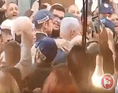 رشق نتنياهو بالبندورة اثناء زيارة سوق بتل ابيب (شاهد)