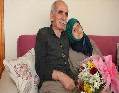 عمرها 107 أعوام.. مسن تركي يرعى حماته المعمّرة