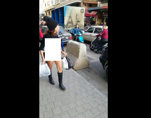 لبنان : فتاة شبه عارية تسير في احد شوارع طرابلس