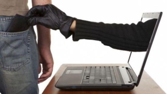 القبض على شبكة تحتال على المواطنين عبر الانترنت