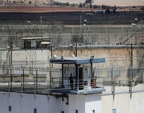 أسرى إداريون يشرعون في مقاطعة المحاكم العسكرية الإسرائيلية