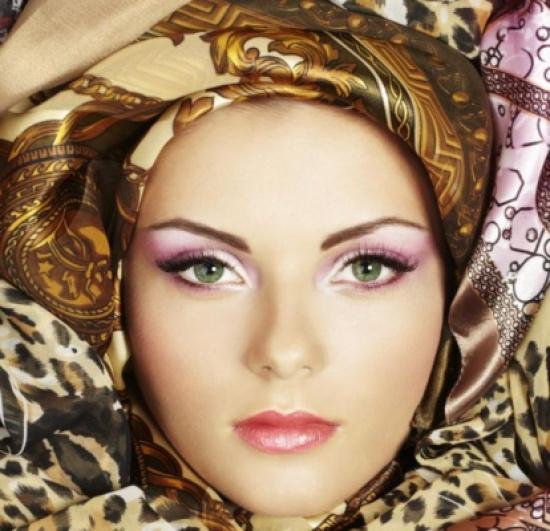 نصائح لتطبيق مكياج ناعم مناسب للحجاب المطبّع
