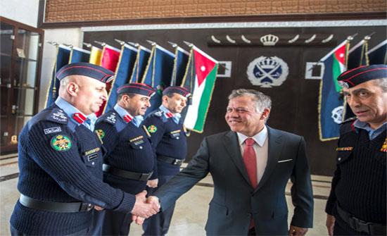 الملك يعرب عن ثقته بقدرة الأمن على مكافحة الجريمة وحفاظ هيبة الدولة..(صور)