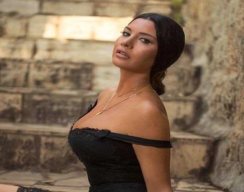 لاميتا فرنجية بفستان مكشوف الصدر وقصير في أحدث جلسة تصوير .. شاهد