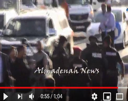 شاهد : شرطي اردني يصاب بالاغماء خلال مسيرة السفارة الامريكية