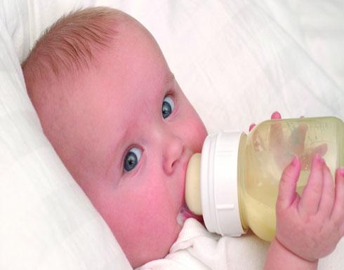 هذه الأعراض تنذر بحساسية حليب الأبقار لدى الرضع