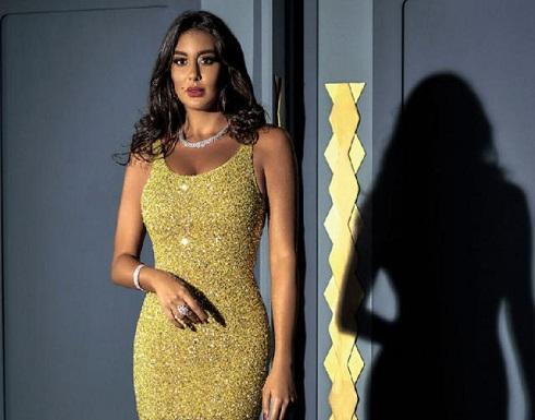 والدة ياسمين صبري تخطف الأنظار بالذهب والفضة (شاهد)