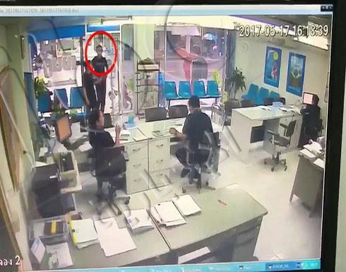 بالفيديو.. رجل ينتقم من صديقته السابقة بإطلاق النار عليها 10 مرات