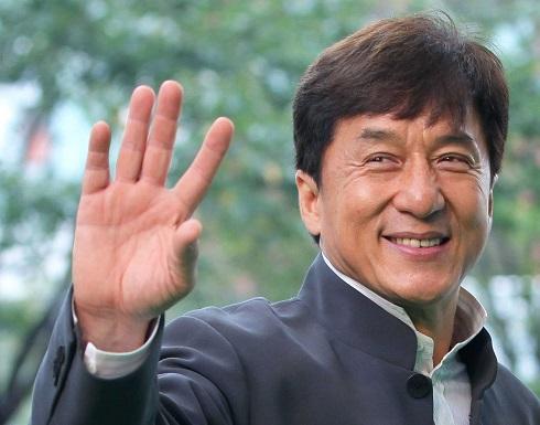 لإعادة الحياة في الصين.. جاكي شان يعلن مكافأة 140 ألف دولار