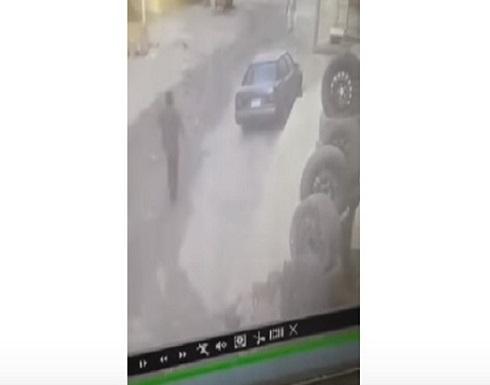 ظنّ أن زميله تسبب بفصله من العمل.. فذبحه (فيديو)