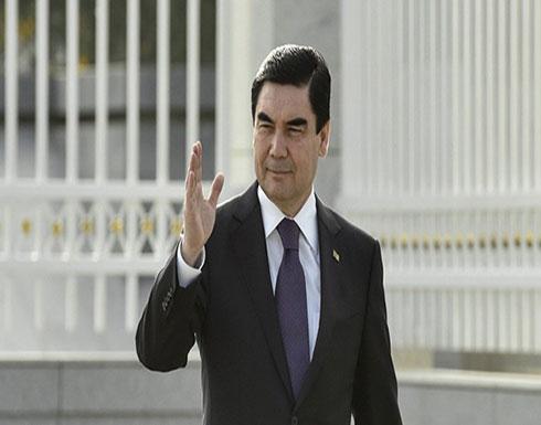 رئيس تركمانستان يفند شائعات وفاته بقيادة سيارة سباقات