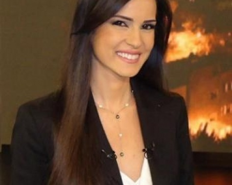 بالفيديو – خجل مذيعة لبنانية بعد خطأ محرج على الهواء