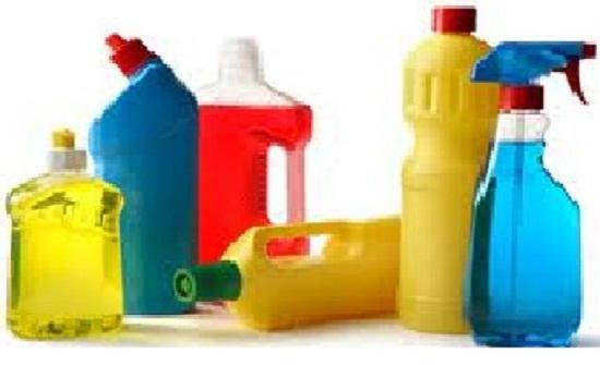 تحذير من الاستخدام المفرط للمنظفات على صحة النساء