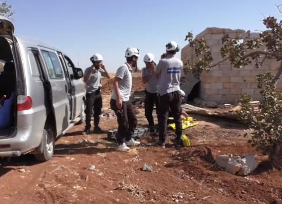 فيديو | الدفاع المدني يُزيل القنابل العنقودية ومخلفات الحرب في ريف حماة