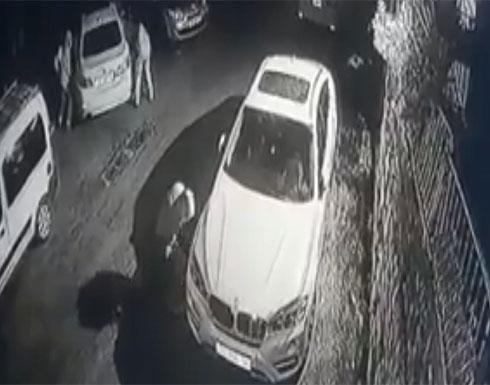 """بالفيديو : كاميرات مراقبة توثق إعطاب عصابات """"تدفيع الثمن"""" لسيارات الفلسطينيين"""