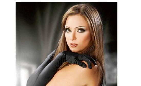 شاهدوا قبلة ريم البارودي لشقيق ممثلة مصرية شهيرة تثير الجدل