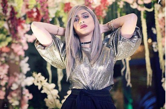بالفيديو .. أبرار سبت في موقف محرج بسبب قصر قامتها