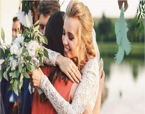 كيف تتكيّفين مع الظروف الجديدة بعد زواج صديقتكِ المقرّبة؟