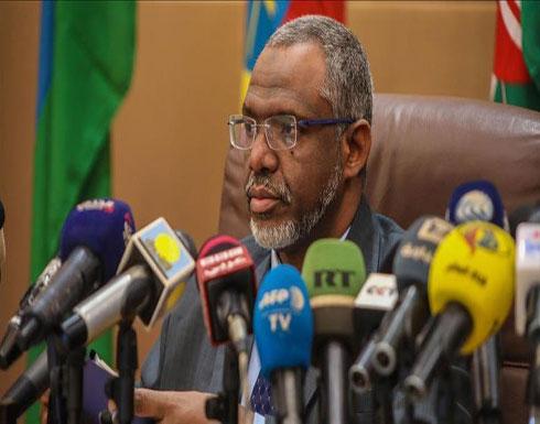 رئيس وزراء السودان يتمسك بإجراء حوار مباشر مع الشباب المحتجين