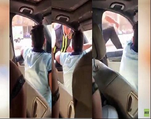 مصر : فيديو متداول لطفل يقود سيارة ويصدم رجل مرور ثم يفر هاربا