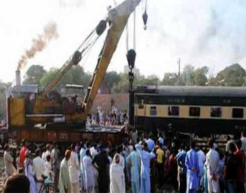 شاهد : قتلى وجرحى باصطدام قطارين في باكستان