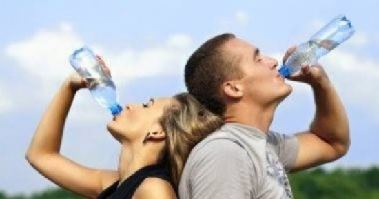 لهذه الاسباب الـ5.. إشرب الماء فورًا!