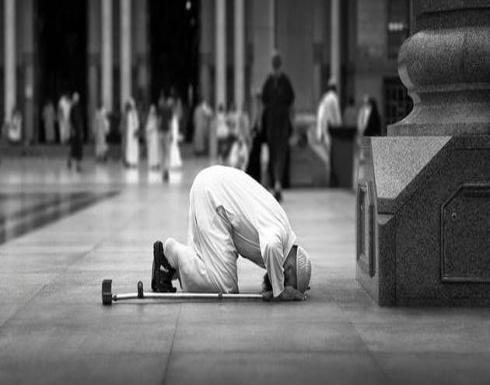 هل تجوز الصلاة بالحذاء؟.. أمين الفتوى يوضح
