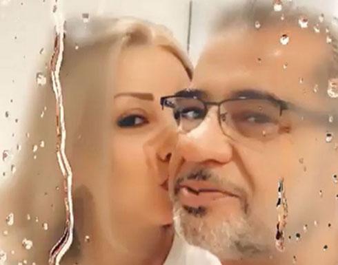 """شاهد.. رومانسية مصطفى الاغا وزوجته: """"هاتيلك وحدة لنشوف""""!"""