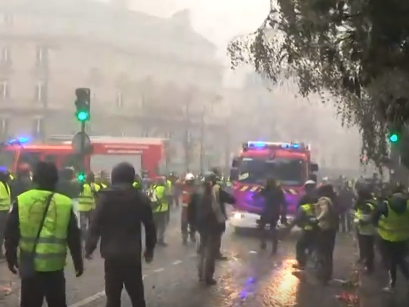 شاهد .. الاحتجاجات في العاصمة الفرنسية باريس