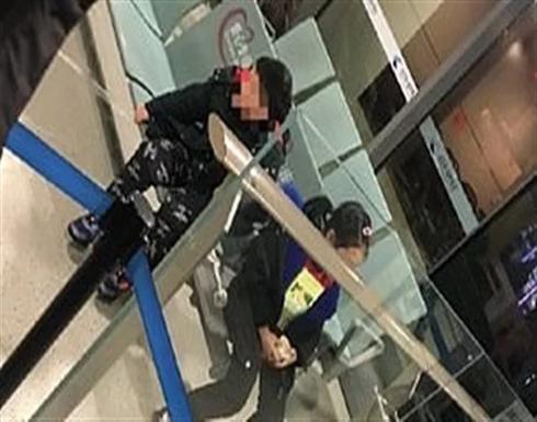 يالصور: أبوان يهجران ابنيهما في المطار بسبب فيروس كورونا