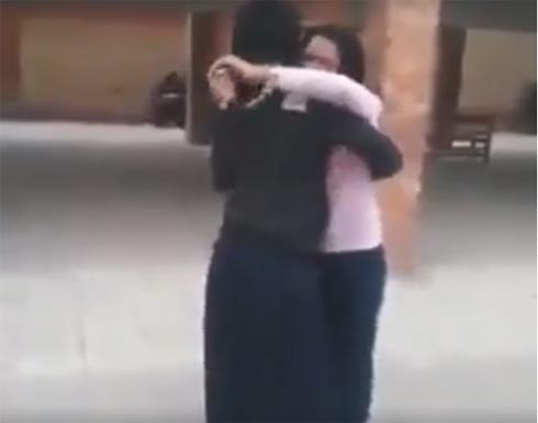 بالفيديو : نهاية مروعة لمزحة فتاة مع صديقتها