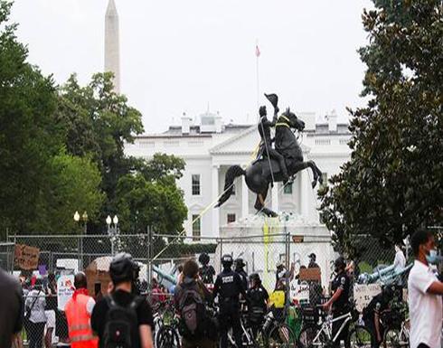 شاهد : محتجون يفشلون في إسقاط تمثال الرئيس جاكسون قرب البيت الأبيض