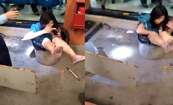 بالفيديو.. رجل يلقي زوجته في صندوق قمامة
