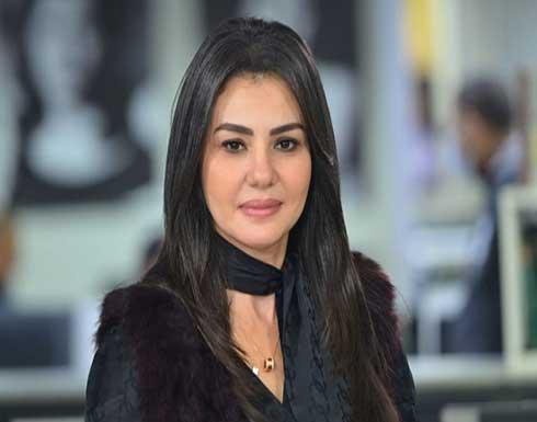 إبنة دينا فؤاد تتعرض للتسمم وتتسبب باغلاق محل تجاري!