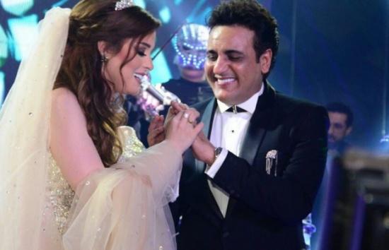 أصغر مروضة اسود تروّض الملحن محمد رحيم وتدخله قفص الزوجية!… فيديو
