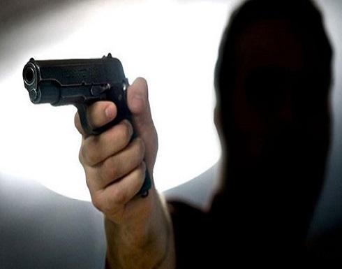 ضبط شخصين سلبا مبلغاً مالياً تحت التهديد من صيدلية في ضاحية الرشيد
