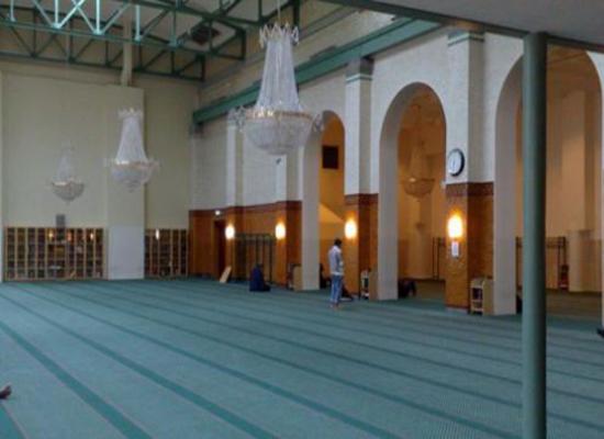 حادثة اعتداء نادرة على مسجد في السويد
