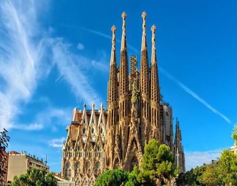 برشلونة.. الشرطة تطوق كنيسة في عملية ضد الإرهاب