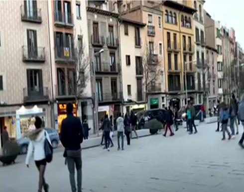 شاهد : المحتجون يهاجمون سيارات السياسيين في إسبانيا